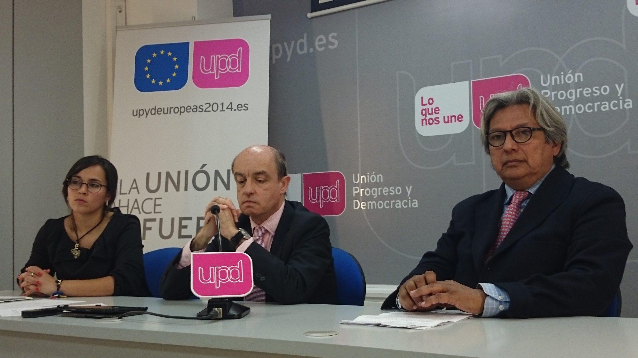 Los protagonistas del acto en la sede de UPyD en Madrid.