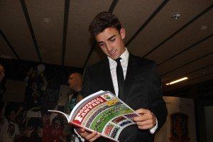 David Concha, extremo del Racing de Santander con la revista Football Fantasy.