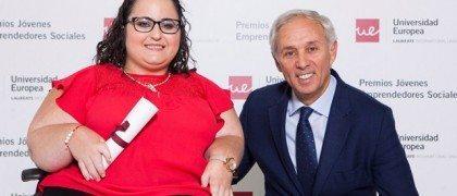 Miguel Carmelo entregó el Premio a Ana Puertas