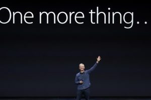 "Tim Cook haciendo referencia al ""One More Thing..."" Foto: Apple Inc."