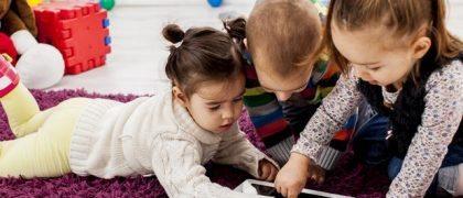 Niños usando la tecnología (la educación inicial y las tecnologías)
