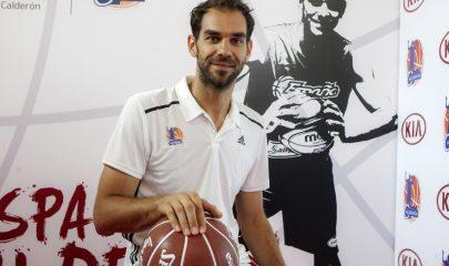 José Manuel Calderón durante la presentación en Badajoz, del Campus de Baloncesto que lleva su nombre. EFE/ Oto.