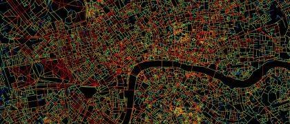 Mapa del centro de Londres. En rojo, las calles con más conexiones, en azul las más aisladas. JOAO PINELO SILVA / EL PAÍS