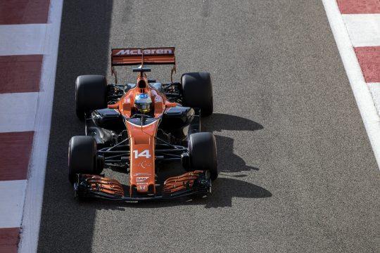 Alonso en los entrenamientos del Gran Premio de Abu Dhabi. Fuente: EFE