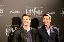 """James y Oliver Phelps en el photocall de """"Harry Potter: The Exhibition"""""""