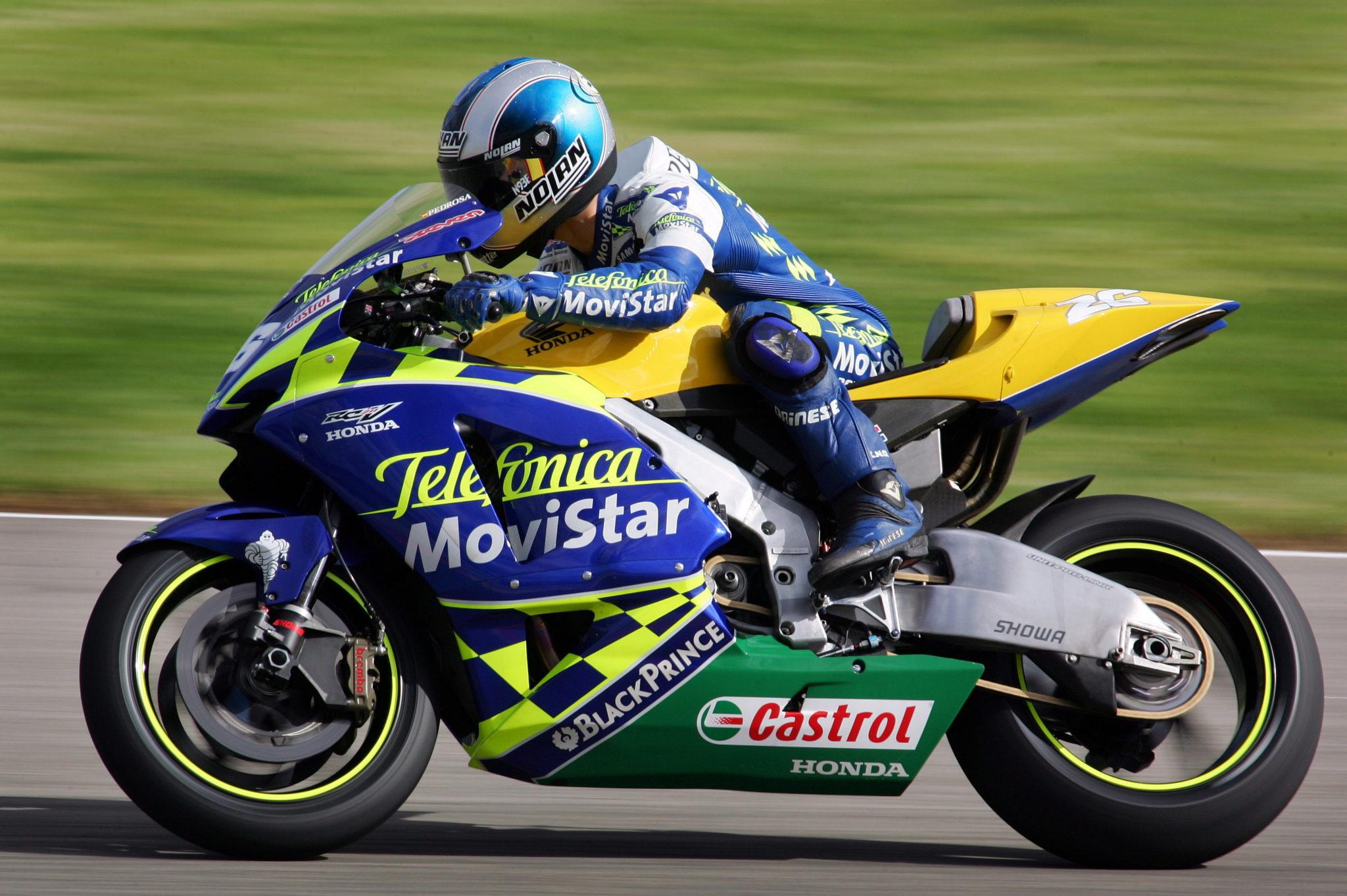 V02. VALENCIA, 01/11/04.- El campeón del mundo en la categoría de 125cc en el año 2003 y de 250cc en el 2004, el español Dani Pedrosa, rueda con una Honda de Moto GP que probó hoy en el circuito Ricardo Tormo. EFE/KAI FÖRSTERLING