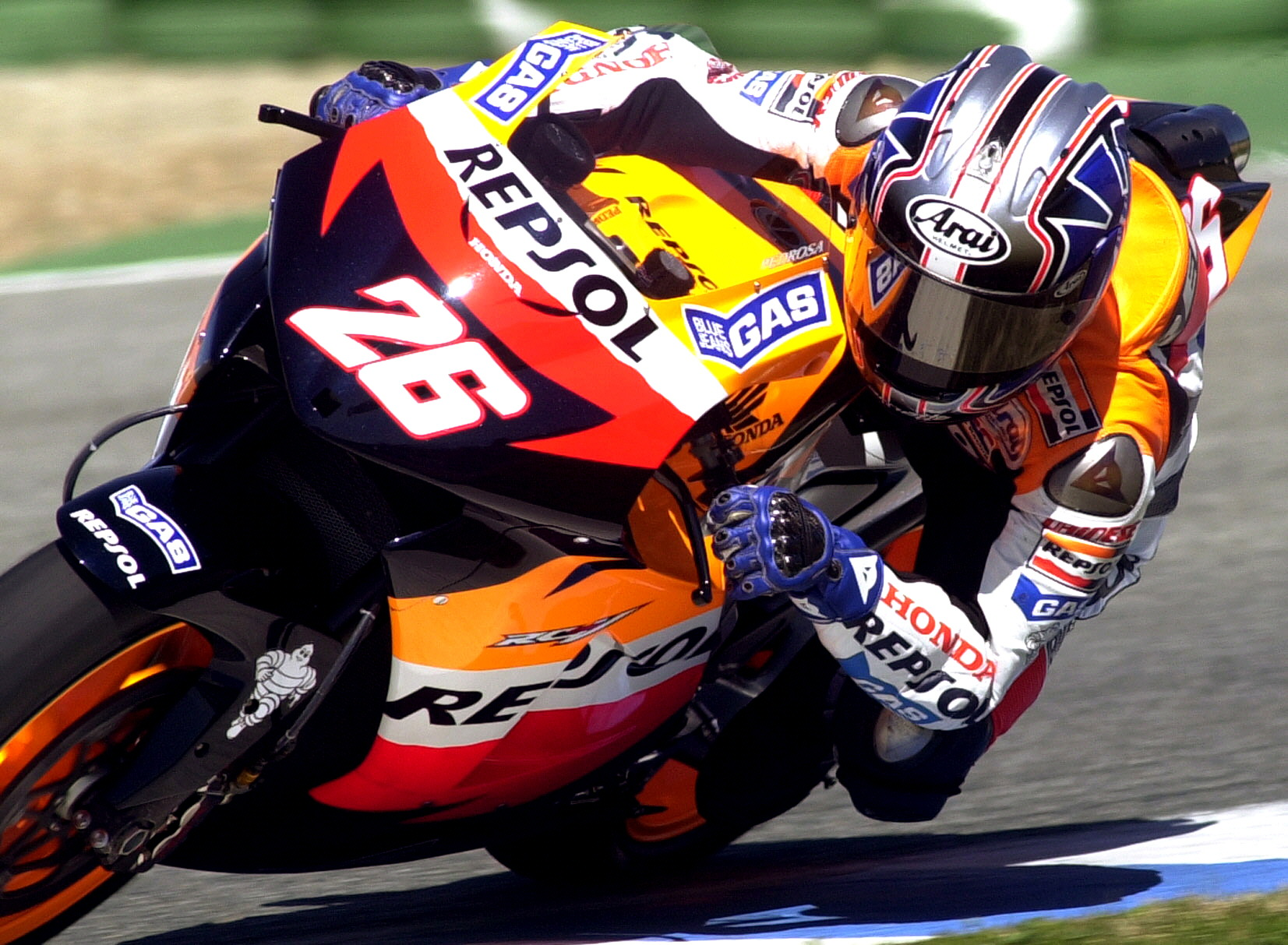 JE01 JEREZ DE LA FRONTERA (CADIZ) 11/03/06 : El piloto español de MotoGP de Honda, Dani Pedrosa, traza una curva en la sesión de entrenamientos de MotoGP, que se han celebrado hoy en el circuito de Jerez de la Frontera. EFE/Jaro Muñoz
