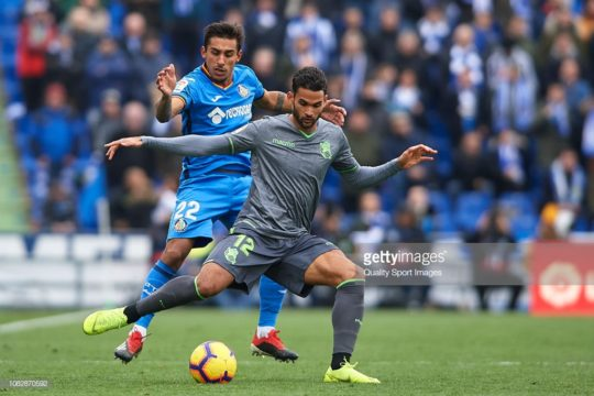 GETAFE, SPAIN - DECEMBER 15: Damian Suarez of Getafe CF competes for the ball with Willian Jose of Real Sociedad during the La Liga match between Getafe CF and Real Sociedad at Coliseum Alfonso Perez on December 15, 2018 in Getafe, Spain. (Photo by Quality Sport Images/Getty Images)
