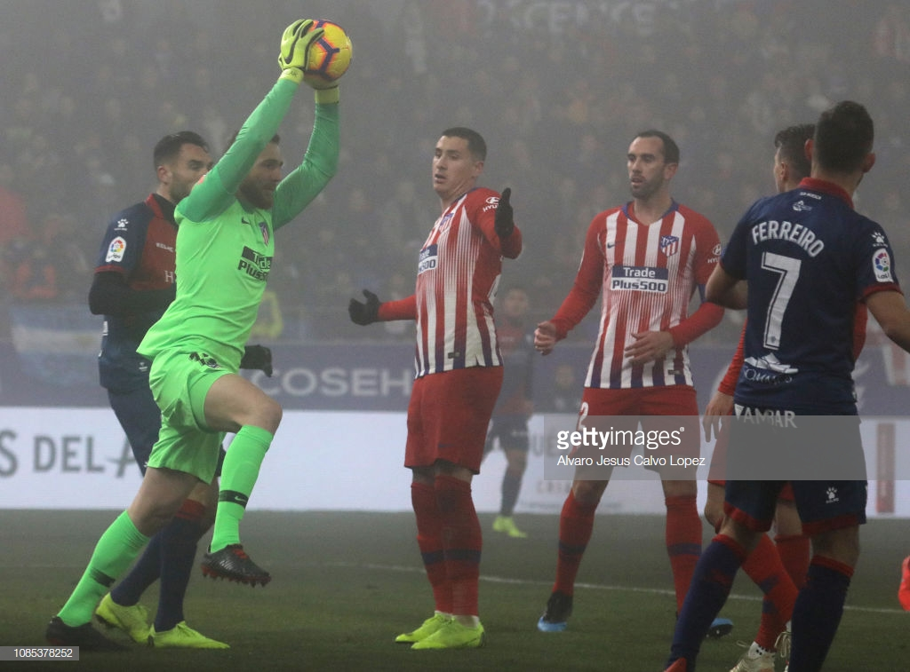 HUESCA, SPAIN - JANUARY 19: Oblak of Club Atletico de Madrid of during the La Liga match between SD Huesca and Club Atletico de Madrid at El Alcoraz on January 19, 2019 in Huesca, Spain. (Photo by Alvaro Jesus Calvo Lopez/Getty Images)