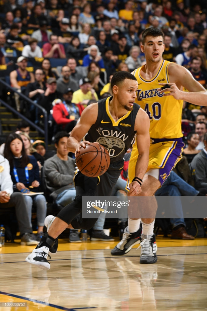 DENVER, CO - FEBRUARY 2: Stephen Curry #30 of the Golden State Warriors drives to the basket against the Los Angeles Lakers on February 2, 2019 at the Pepsi Center in Denver, Colorado. NOTE TO USER: User expressly acknowledges and agrees that, by downloading and/or using this Photograph, user is consenting to the terms and conditions of the Getty Images License Agreement. Mandatory Copyright Notice: Copyright 2019 NBAE (Photo by Garrett Ellwood/NBAE via Getty Images)