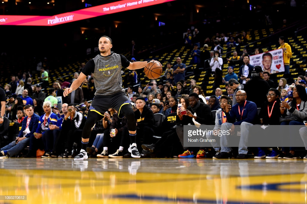 OAKLAND, CA - FEBRUARY 2: Stephen Curry #30 of the Golden State Warriors warms up before the game against the Los Angeles Lakers on February 2, 2019 at ORACLE Arena in Oakland, California. NOTE TO USER: User expressly acknowledges and agrees that, by downloading and or using this photograph, User is consenting to the terms and conditions of the Getty Images License Agreement. Mandatory Copyright Notice: Copyright 2019 NBAE (Photo by Noah Graham/NBAE via Getty Images)