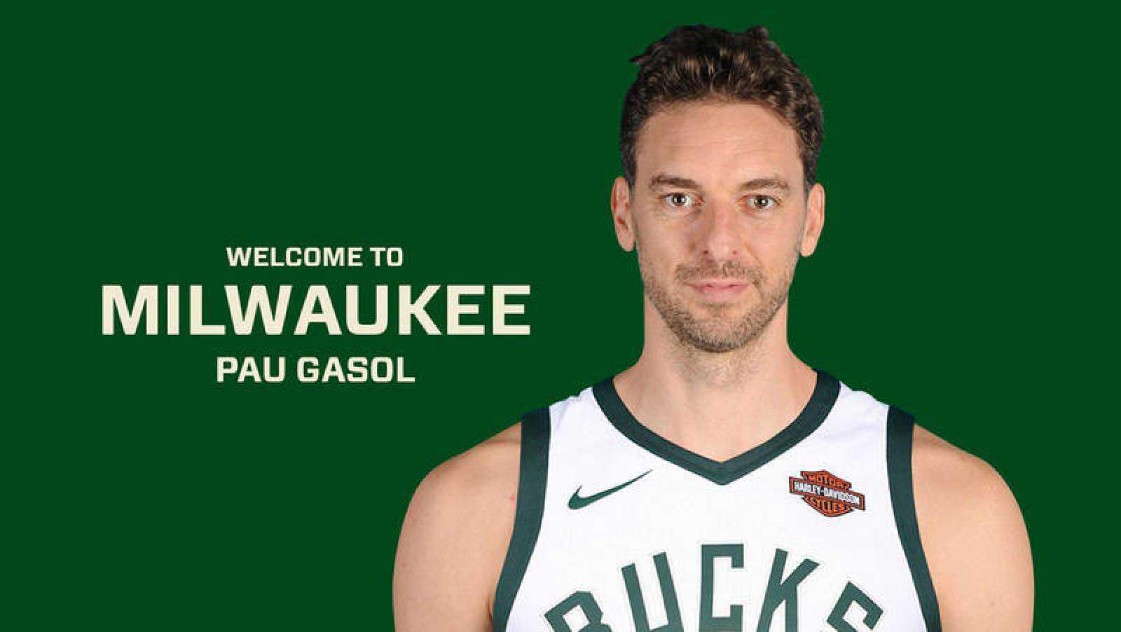 Pau Gasol vistiendo los colores de su nuevo equipo, los Milwaukee Bucks / EFE