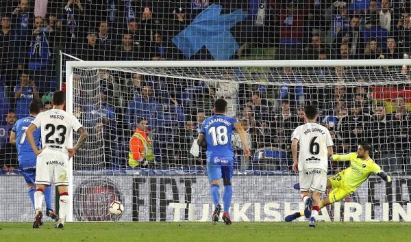 Mata carimbando, de penalti, la remontada y victoria del Getafe (2-1) ©EFE