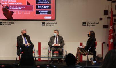 De izquierda a derecha Víctor Arribas, Vicente Vallés y Rosa Maria Mateos. Foto: Dora Molina