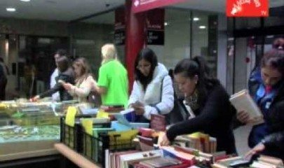Video thumbnail for youtube video Mercadillo solidario de libros en la UEM